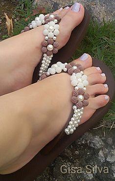 Wire Jewelry, Piercings, Flip Flops, Fashion Accessories, Diamond, Bracelets, Womens Fashion, Prada, Louis Vuitton