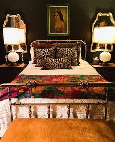 Maximalist Dallas Condo Tour Photos | Apartment Therapy Cheap Beach Decor, Cheap Dorm Decor, Dorm Decorations, Romantic Home Decor, Fall Home Decor, Luxury Homes Interior, Home Interior, Interior Colors, Interior Modern