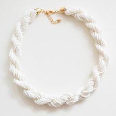 white Jewelry Accessories, Fashion Accessories, Jewelry Design, Diy Jewelry, Girls Dream Closet, Lush Beauty, Crochet Necklace, Beaded Necklace, Art Costume