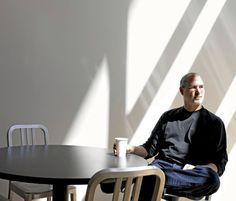 Steve Jobs as a colleague and a boss at Apple and Pixar. Big Coffee, Coffee Time, Coffee Today, Coffee Latte, Coffee Break, Sandro, All About Steve, People Drinking Coffee, Steve Jobs Apple