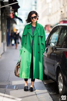 """Paris Fashion Week Street Style Spring Ezgi Kiramer in a green trench coat, sunglasses, REPETTO """"Jackson"""" patent oxfords, and LOUIS VUITTON speedy bag. Printemps Street Style, Spring Street Style, Street Chic, Street Wear, Paris Street, Green Trench Coat, Green Raincoat, Fashion Week Paris, Coats"""