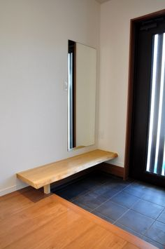 玄関シューズクローク - こだわりの家づくり Porch Interior Design, House Design, Interior Design Mood Board, Pretty Room, Shoe Cabinet Entryway, Japanese Door, Interior, Living Design, Porch Design