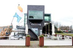 Veiling is een Italiaans restaurant aan de Veilinghaven. Door de ligging heeft het een fantastisch uitzicht over de schepen.