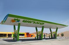 Surfing the consumer zeitgeist with a dramatic, modern forecourt design.