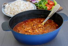 Fasolia är en Orientalisk gryta med vita bönor och kött. En fantastiskt mustig och god gryta. Här kommer recept på den Irakiska varianten. Zeina, Great Recipes, Recipe Ideas, Chili, Tacos, Soup, Meat, Cooking, Ethnic Recipes