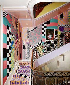 sasha bikoff merges rococo with memphis in her bold new york staircase Sasha Bikoff Kips Bay Treppe Memphis Design, Conception Memphis, Interior Architecture, Interior And Exterior, Staircase Architecture, Staircase Design, Memphis Milano, Deco Originale, Stairway To Heaven