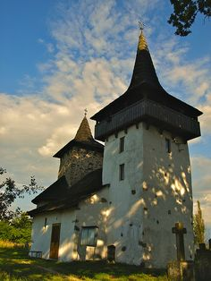Old Fortified Orthodox Church In Transylvania, Romania Places Around The World, Oh The Places You'll Go, Places To Visit, Around The Worlds, Wonderful Places, Beautiful Places, Visit Romania, Sacred Architecture, Cathedral Church