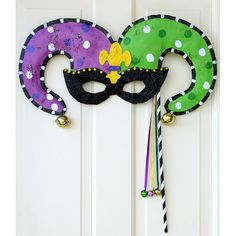 Mardi Gras Jester Mask Door Hanger: Screenings Image Best Picture For diy carnival party For Your Taste You are looking for something, and it is going to tell you exactly what you are looking for, and Mardi Gras Food, Mardi Gras Carnival, Mardi Gras Beads, Mardi Gras Party, Carnival Prizes, Carnival Games, Mardi Gras Centerpieces, Mardi Gras Decorations, Karneval Outfits