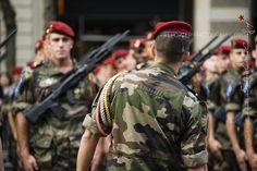 Alignement de parachutistes [Ref:4514-10-0323] #armeedeterre #armeefrancaise #beretamarante #saintmichel