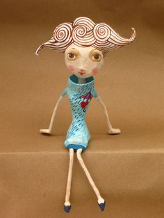 Animated puppets, dolls, figurines, lidded boxes, lightweight props for theatre and stage productions are some of the applications still using papier mache Paper Mache Projects, Paper Mache Clay, Paper Mache Sculpture, Paper Mache Crafts, Sculpture Art, Toy Art, Paper Dolls, Art Dolls, Origami