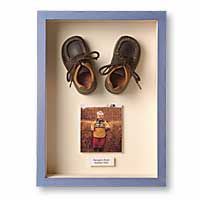 I must use lucy's silver shoes! Shadow Box Art, Shadow Box Frames, Craft Projects, Projects To Try, Baby Frame, Shoe Display, Baby Memories, Baby Keepsake, Little Girl Rooms