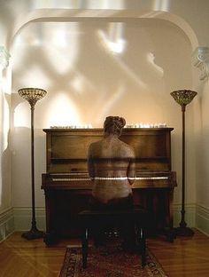 Piano Player Illusion - http://www.moillusions.com/piano-player-illusion/