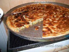 Готовый пирог со шпинатом и сыром