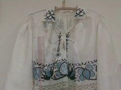 """käised - detached sleeves worn like a short blouse on a sleeveless shirt. North-Estonia, Järvamaa.  Näitus """"Järvamaa kihelkondade rahvarõivad"""" oktoober 2008"""