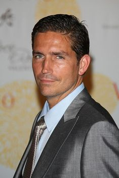 James Caviezel arrives for the 'Valentino In Rome - 45 Years Of Style' Dinner at the Ari Paci on July 2007 in Rome, Italy. Jim Caviezel, Person Of Interest, People Of Interest, Pretty Men, Gorgeous Men, Vernon, Jim James, James Patrick, Valentino