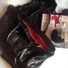 Bolsa tote Giorgio em python preto #instadaily #azala #allweneed #leather #fur #furrycharm #bags #baglovers #python #piton #details #loveit #fashion #ootd #trendy #totebag #moda #nofilter