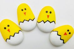 Easter rock painting – little chicks Time: 15 mins Age: Little kids to Big kids Difficulty: Easy peasy Rock Painting Patterns, Rock Painting Ideas Easy, Rock Painting Designs, Rock Painting For Kids, Ladybug Rock Painting, Painting On Stones, Painted Rock Animals, Painted Rocks Craft, Hand Painted Rocks