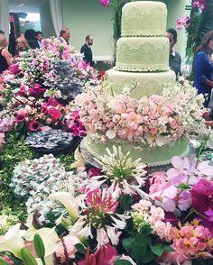 Que coisa mais linda! Tudo impecável @lelesaddi  Que vocês sejam muito felizes sempre!  #casamentoleleerenato