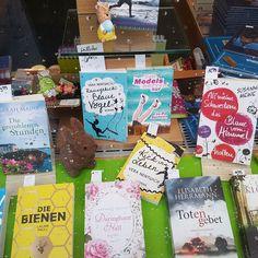 Meine #buecher im Schaufenster der Buchhandlung. Ist das nicht cool? #freude #autor