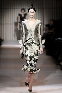http://www.vogue.it/en/shows/show/ss-2009-haute-couture/armani-prive/collection/216235