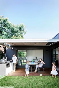"Carlo tends to the barbecue as the rest of the family relaxes under a retractable Eureka Awnings shade. Primo grill. Tucker Horizon barbecue, [BBQ Factory](http://www.bbqfactory.com.au/?utm_campaign=supplier/|target=""_blank""). Custom table with Carrara marble top. Chairs, [Ikea](http://www.ikea.com.au/?utm_campaign=supplier/