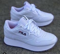 Sneakers Fashion Outfits, Fashion Boots, Cute Sneakers, Shoes Sneakers, Trendy Shoes, Casual Shoes, Basket Style, Kawaii Shoes, White Nike Shoes