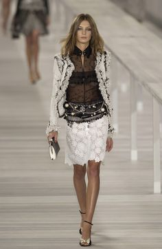 Chanel Spring 2004 Runway Pictures - Livingly