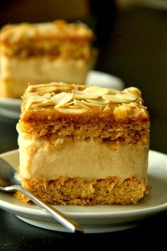 Crispy Biscuits fudge on honey cake Polish Desserts, Polish Recipes, Just Desserts, Delicious Desserts, Baking Recipes, Cake Recipes, Dessert Recipes, Kolaci I Torte, Different Cakes