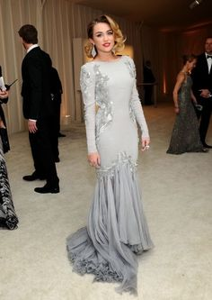 The classy Miley Cyrus in a beautiful grey gown