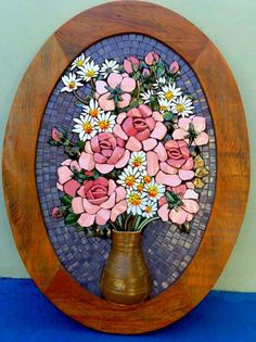 Vase with flowers Mosaic Wall Art, Mosaic Diy, Mosaic Garden, Mosaic Crafts, Mosaic Projects, Mosaic Glass, Mosaic Tiles, Glass Art, Tiling