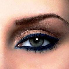 Schminkideen-grüne-Augen-marineblaue-Lidschatten-auftragen-betonen.jpg (620×620)