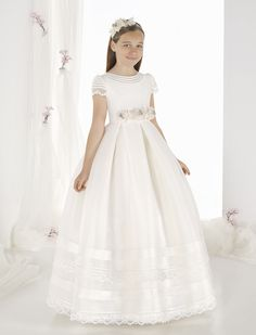 57e6618e5 Raquel Alemañ Novias tú tienda de vestidos de novia y comunión en Alicante