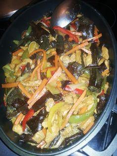 Sauté de poulet carotte aux 3 poivrons et champignons noir