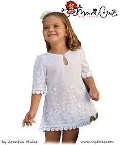 Mari Cruz moda infantil camisola blanca bordada 2012