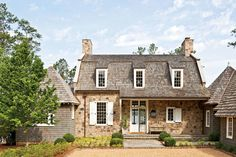 The refined craft and relaxed charm of this lake house, designed by Birmingham architect Bill Ingram, sets a new standard for timeless Southern style. Bill Ingram, Southern Living Magazine, Haus Am See, Shabby Chic, Natural Building, Green Building, Southern Homes, Southern Comfort, Southern Style