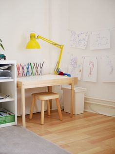 Michels Kinderzimmer mit 2,5 Jahren - Montessori Blog - MontiMinis Ikea, Kid Spaces, Office Desk, Diy And Crafts, Kids Room, Nursery, Inspiration, Furniture, Blog