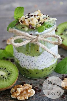 Pudding z chia z musem z kiwi Easy Healthy Smoothie Recipes, Healthy Juices, Kiwi Smoothie, Yummy Food, Tasty, Chia Pudding, How Sweet Eats, Healthy Baking, Food Design
