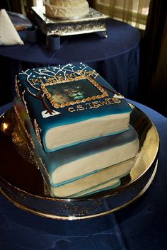 Narnia cake!!--ANY book series cake would be absolutely HEAVENLY!!