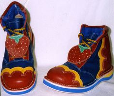 Spear's specialty professional clown shoes. Clown Shoes, Clown Clothes, Pretty Outfits, Cool Outfits, Piskel Art, Es Der Clown, Character Inspiration, Style Inspiration, Cute Clown