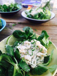 Lækker krabbesalat med flødeost, lime og dild. Perfekt på påskebordet eller som en lille delikat forret. Opskrift her: Madbanditten.dk