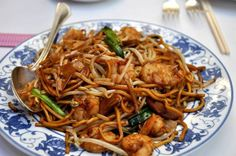 Shrimp Lo Mein Recipe Main Dishes with shrimp, chow mein noodles, carrots, green peas, mushrooms, clove, chinese cabbage, oyster sauce, chicken stock, corn flour, sesame oil, vegetable oil