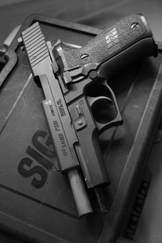 SIG such nice and damn near perfect weapons Weapons Guns, Guns And Ammo, Rifles, Armas Airsoft, Sig Sauer P226, Fire Powers, Cool Guns, Shotgun, Hand Guns