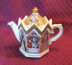 James Sadler Kings and Queens Henry VIII Teapot Made in England - Beautiful Gold Accents - Excellent Condition