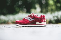 "Saucony Courageous Premium ""Red & Grey"""
