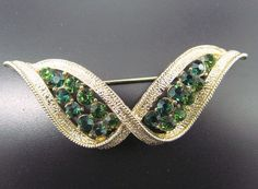 Vintage Retro Gold Tone Brooch Pin w/ Emerald Green Round Cut Rhinestones