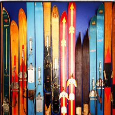 Maybe do with vintage water skis instead? Lake Cabins, Cabins And Cottages, Brian Head, Cabin Chic, Cabin Decorating, Winter Cabin, Rustic Cabin Decor, Lodge Style, Vintage Ski
