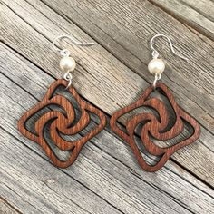 Find a unique gift for your friend, girlfriend or even better, yourself! Wooden Earrings, Wooden Jewelry, Pendant Earrings, Wire Jewelry, Beaded Jewelry, Dremel Projects, Laser Cut Jewelry, Wood Burning Art, Scroll Saw Patterns