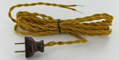 10 FT. GOLD TWISTED TWO CONDUCTOR 18 GAUGE WIRE FABRIC LAMP CORDSET WITH ANTIQUE STYLE POLARIZED PLUG.
