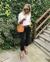black jeans, white button down, and sandals for a casual chic outfit Casual Summer Outfits, Chic Outfits, Fashion Outfits, Casual Look, Casual Chic, Looks Style, My Style, Spring Summer Fashion, Fashion Looks