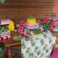 Kids Luau Parties, Sleepover Birthday Parties, Birthday Party Tables, Luau Party, Birthday Decorations, Hawaiian Birthday, Flamingo Birthday, Luau Birthday, Flamenco Party